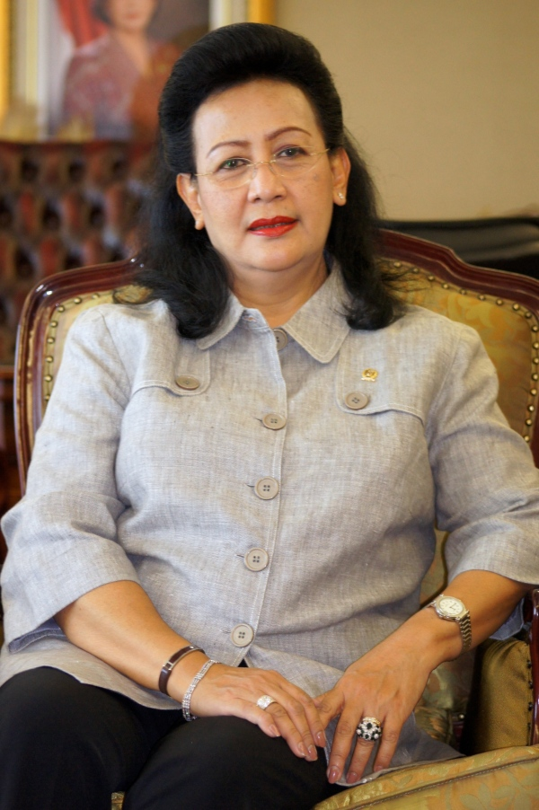 G.K.R Hemas, the queen of Yogyakarta, has urged the government to revoke the 2010 Ministry of Health Regulation that legitimises the practice of female genital mutilation and authorizes medical professionals to perform it. [Elisabeth Oktofani/Khabar]