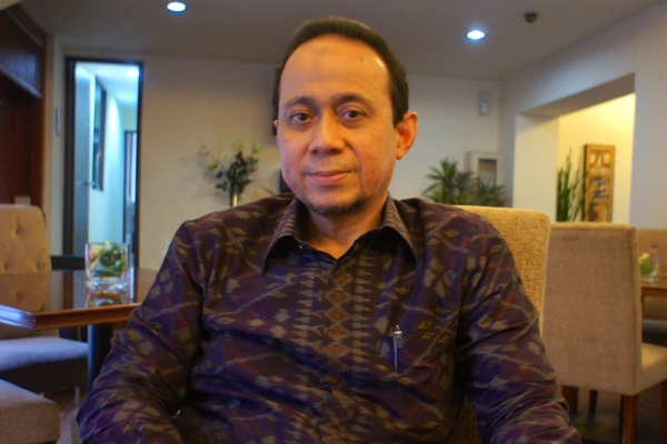 Riyanto Sofyan, president-commissioner of the Sofyan Hotel chain, says revenue has increased ahead of the industry as a whole ever since the hotels converted to a Sharia-based system. [Elisabeth Oktofani/Khabar]